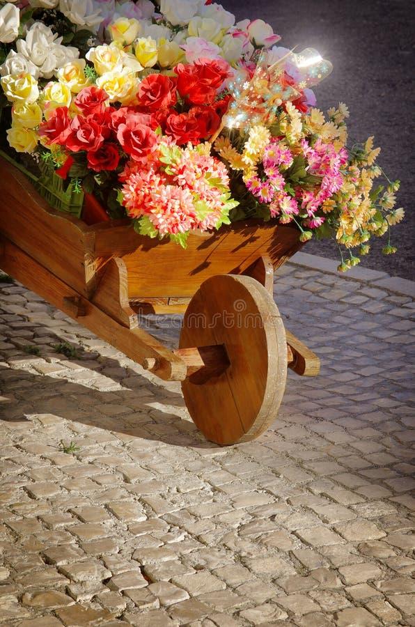 Carretilla de mano de la flor imágenes de archivo libres de regalías