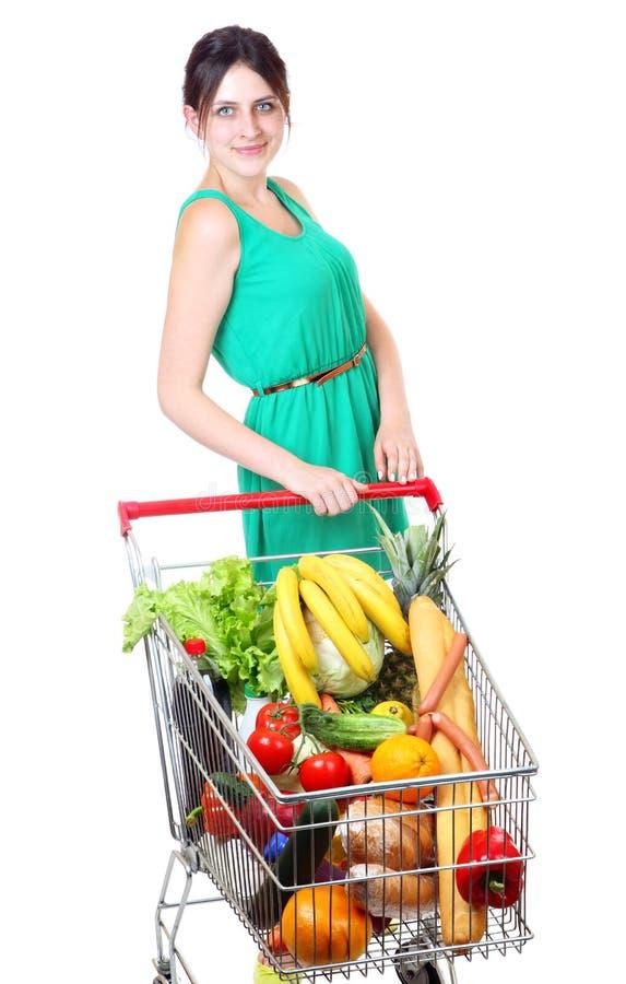 Carretto della drogheria in pieno delle verdure, carrelli del supermercato, isolati fotografie stock libere da diritti