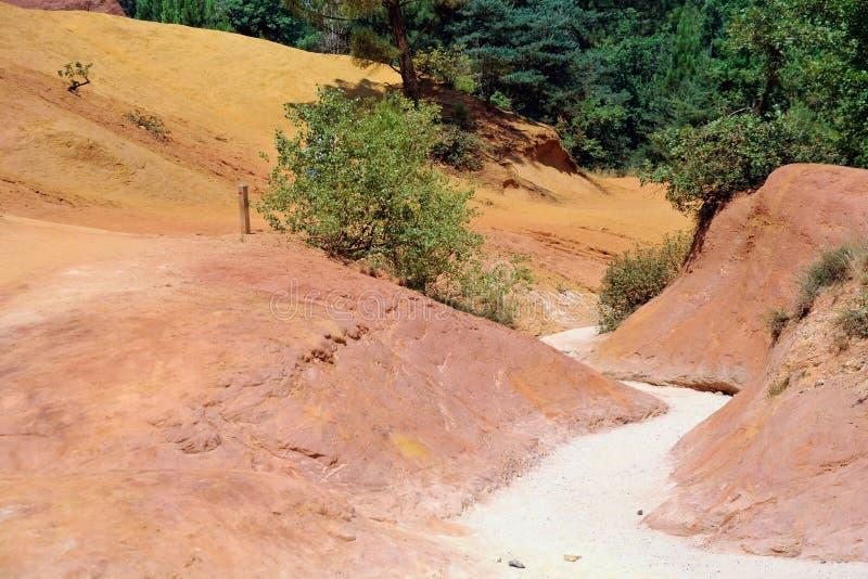 Carrière ocre du Roussillon (Luberon) images stock