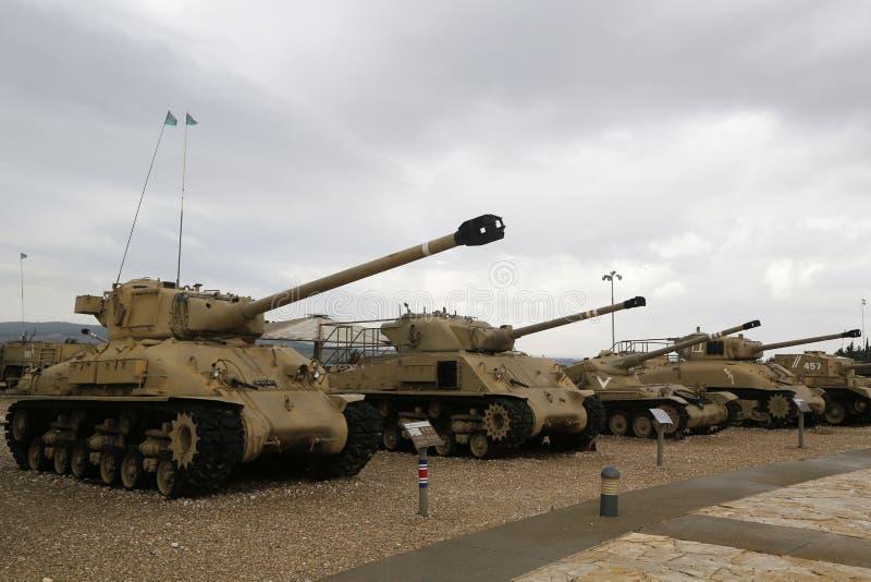 Carri armati d'annata su esposizione al museo corazzato del corpo della La-Shiryon di Yad a Latrun fotografie stock