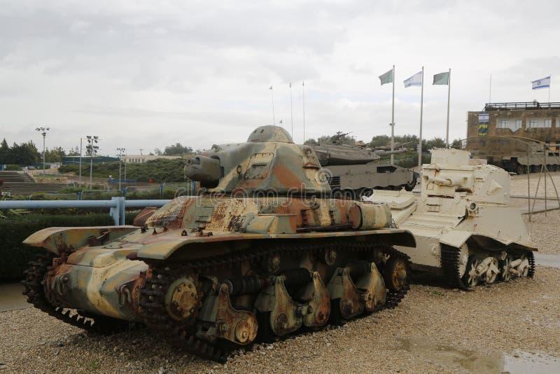 Carri armati d'annata su esposizione al museo corazzato del corpo della La-Shiryon di Yad a Latrun immagini stock libere da diritti