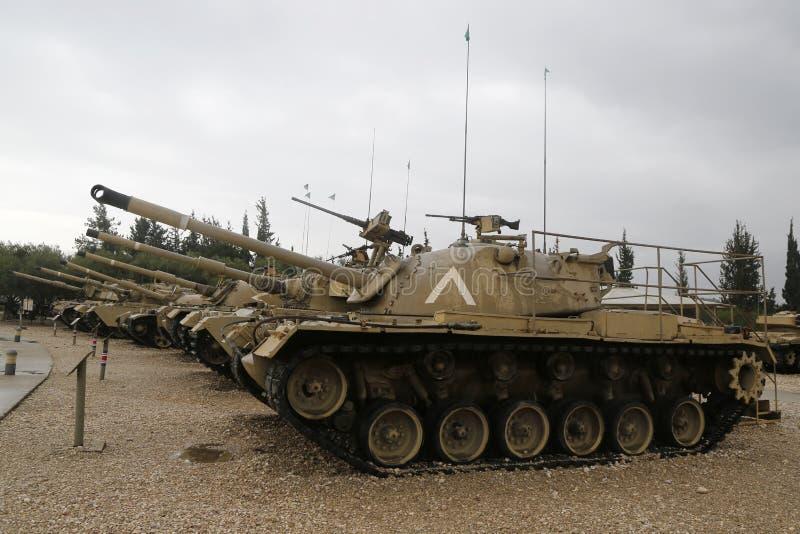 Carri armati d'annata su esposizione al museo corazzato del corpo della La-Shiryon di Yad a Latrun immagine stock