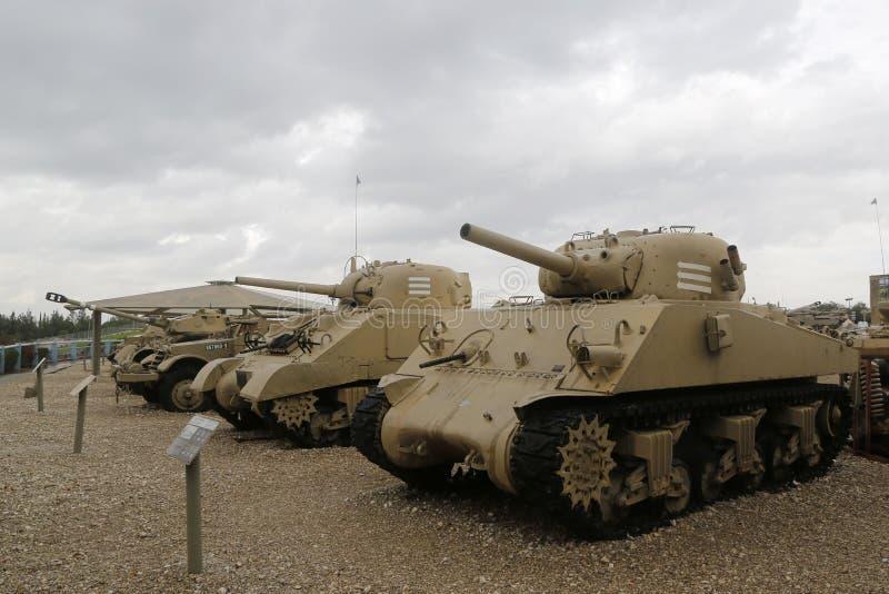 Carri armati d'annata su esposizione al museo corazzato del corpo della La-Shiryon di Yad a Latrun fotografia stock