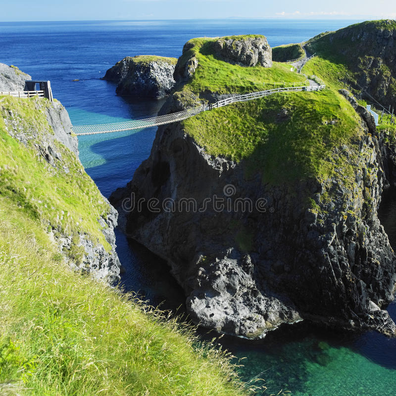 Free Carrick-a-rede Rope Bridge Royalty Free Stock Photography - 21982317