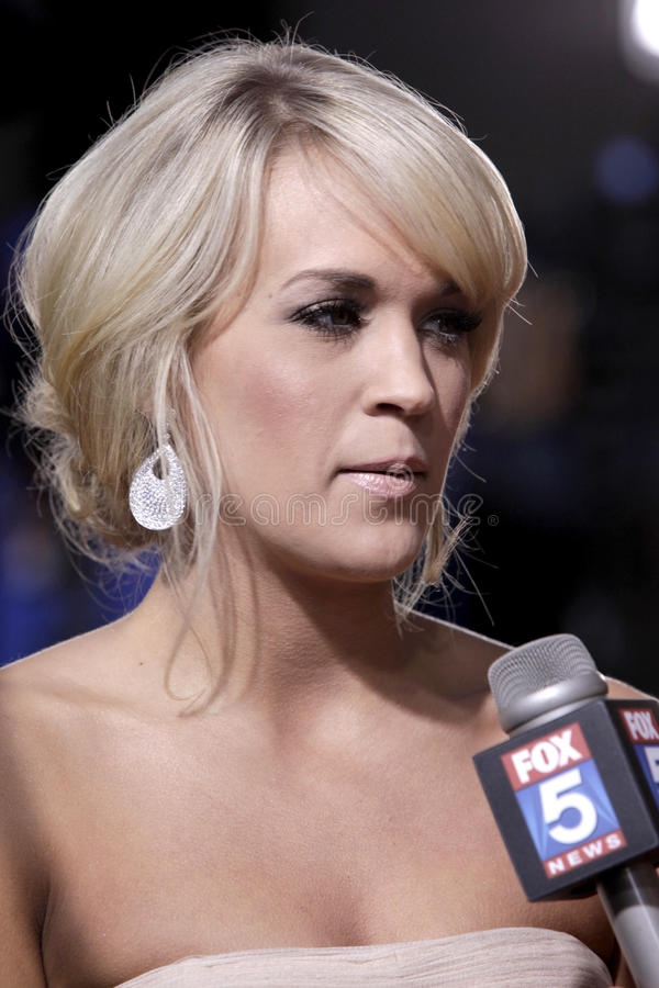 Download Carrie Underwood editorial stock image. Image of arrives - 22516754