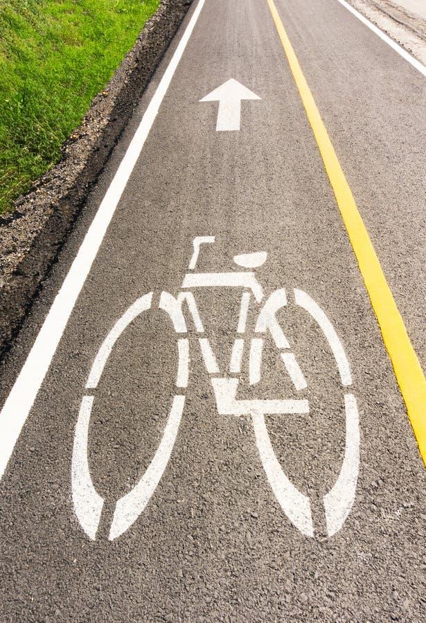 Carril de bicicleta con sol imagen de archivo libre de regalías