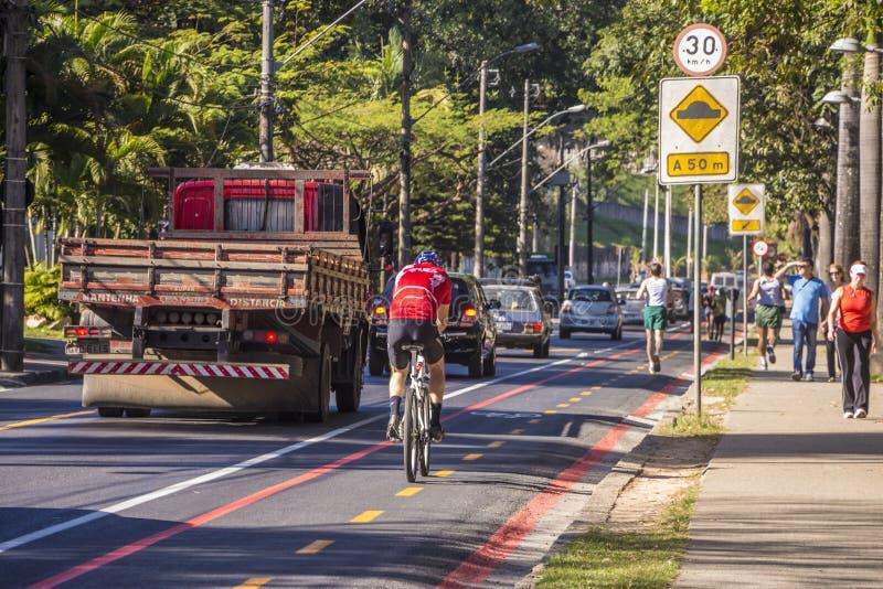 Carril de la bici - Belo Horizonte - el Brasil imagen de archivo libre de regalías