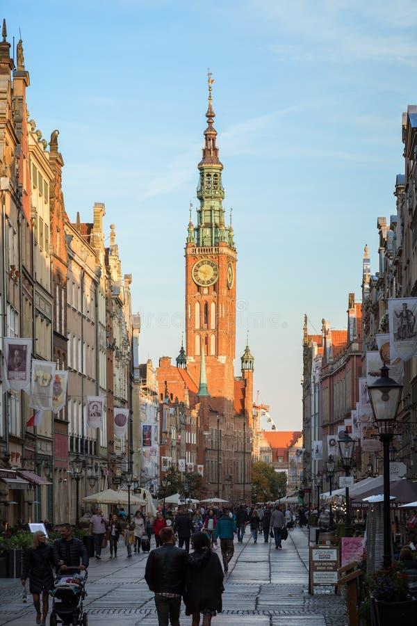 Carril largo de la calle de mercado larga en Gdansk imagen de archivo
