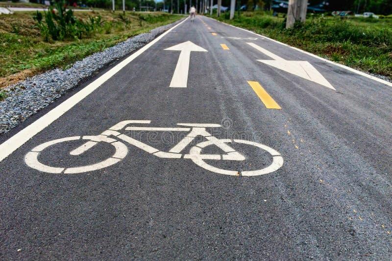 Carriles de la bici en el parque imagen de archivo