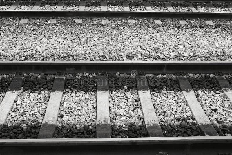 Carriles en la estación de tren de Oriente en Lisboa fotografía de archivo libre de regalías