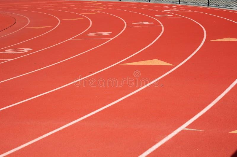Carriles rojos del atletismo fotografía de archivo libre de regalías