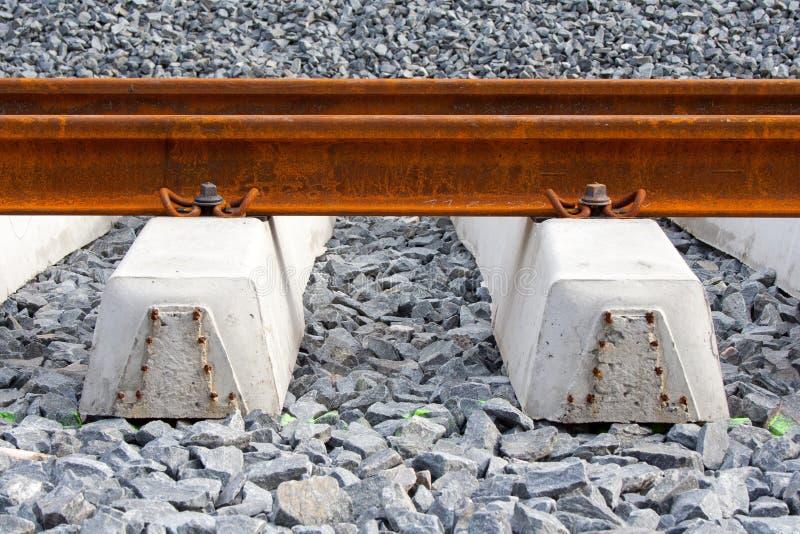 Carriles y durmientes ferroviarios fotografía de archivo