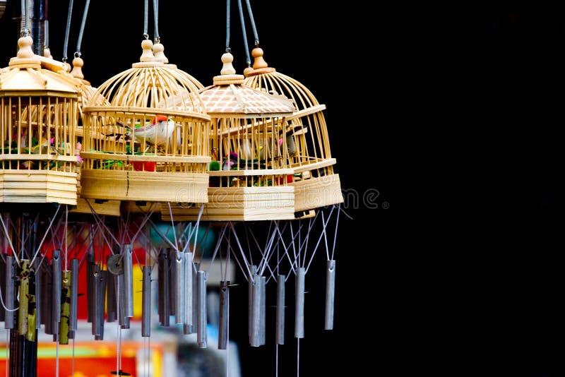 Carrilhões da gaiola de pássaro imagem de stock