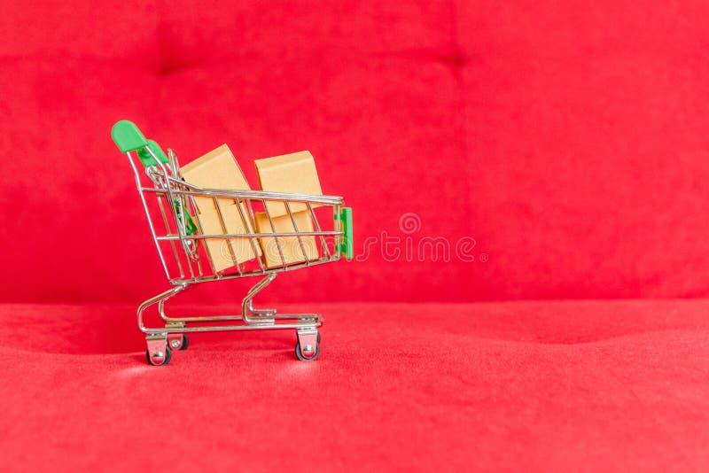 Carrinho de compras da compra do produto imagem de stock royalty free