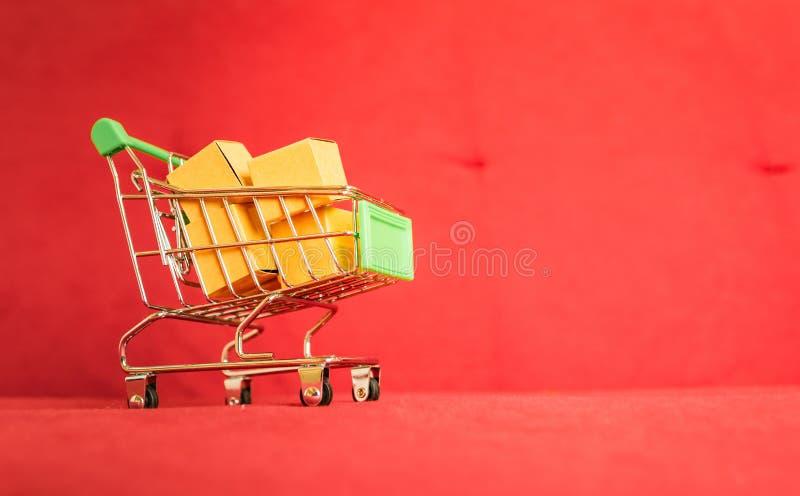 Carrinho de compras da compra do produto imagem de stock