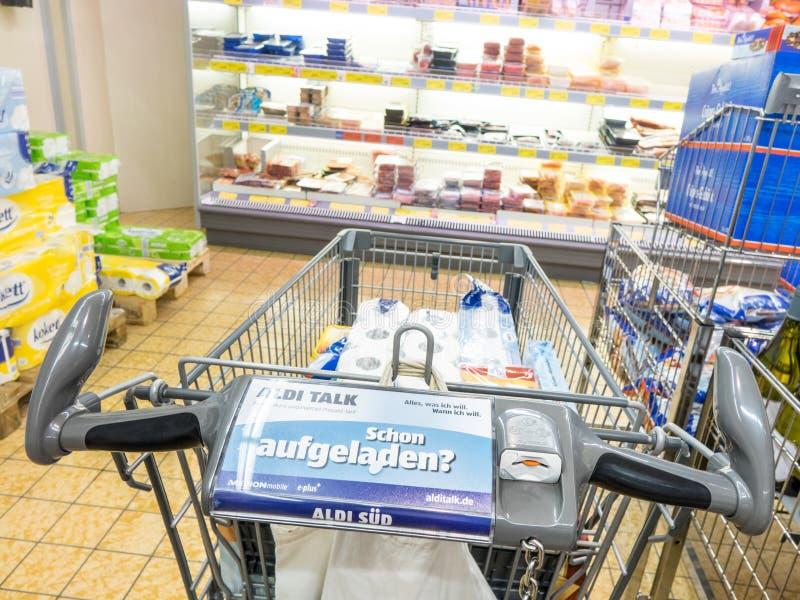 Carrinho de compras de Aldi imagens de stock