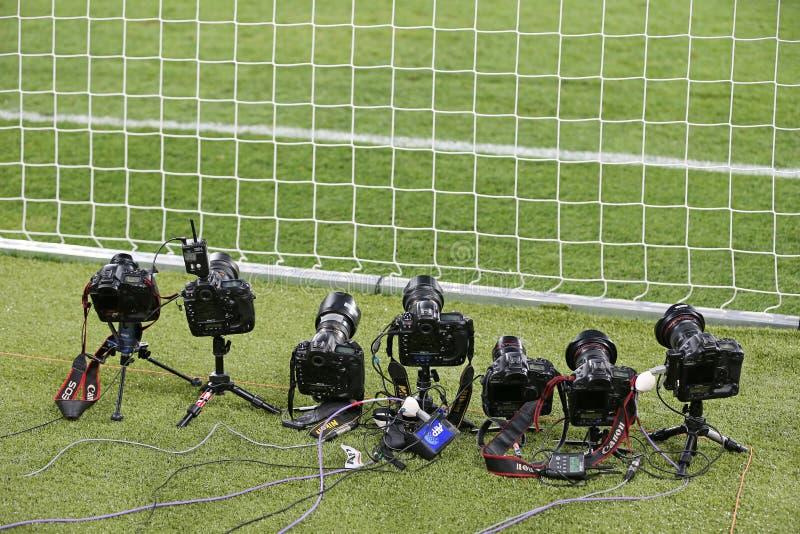 Carrinho de controle remoto dos photocameras no campo foto de stock