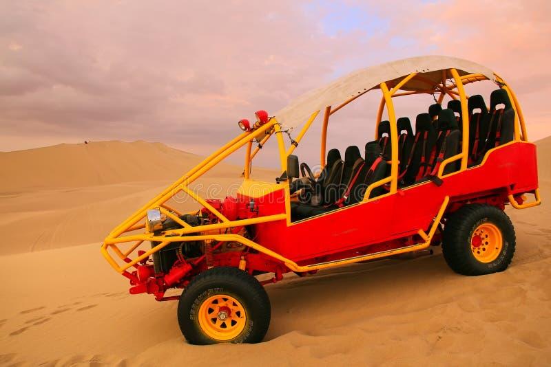 Carrinho de duna em um deserto perto de Huacachina, AIC, Peru foto de stock royalty free