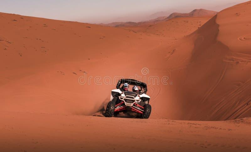 Carrinho que compete no deserto fotografia de stock royalty free