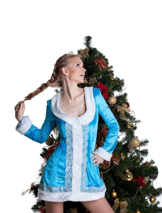 Carrinho 'sexy' da menina do Natal com a árvore de abeto do ano novo imagens de stock royalty free