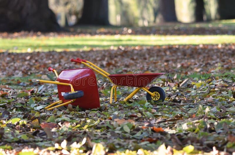 Carrinhos de mão de roda para crianças fotos de stock royalty free