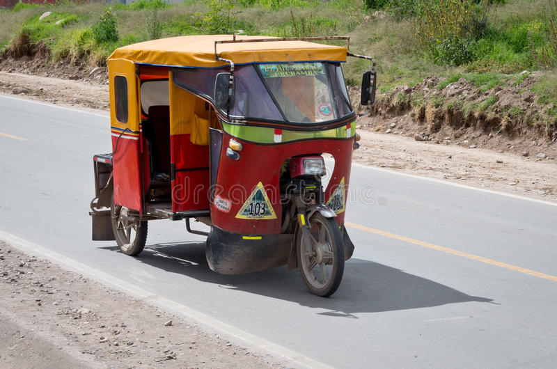 Download Carrito Auto En Urubamba, Perú Imagen editorial - Imagen de automóvil, cuadrado: 64207850