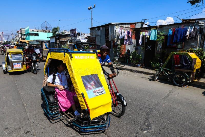 Carrito de ciclo local del pedicab en Manila, Filipinas fotografía de archivo