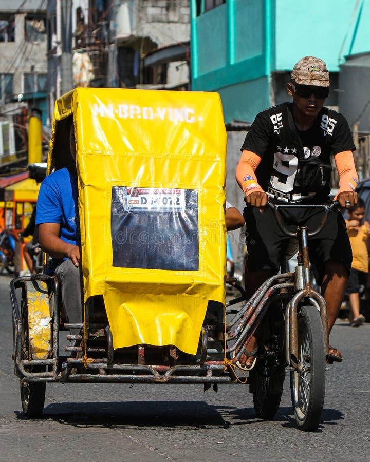 Carrito de ciclo local del pedicab en Manila, Filipinas fotografía de archivo libre de regalías