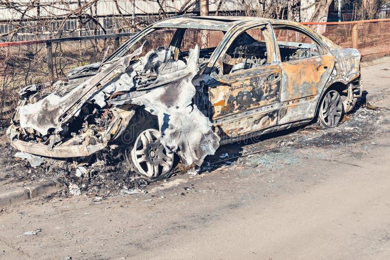 Carro abandonado e queimado fotografia de stock