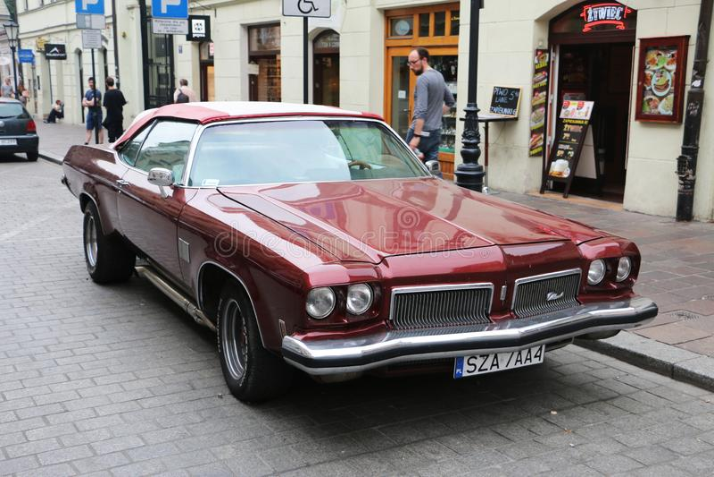 Carro americano bonito vermelho do músculo, Polônia, Krakow fotos de stock