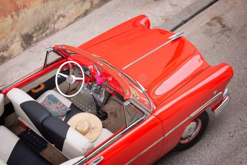 Carro americano clássico do vintage, vista de cima em Havana fotografia de stock