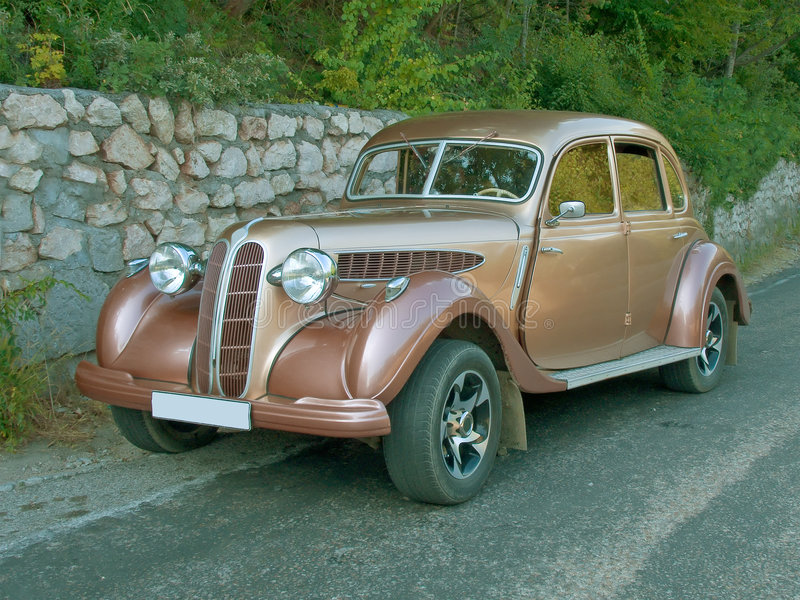 Carro antigo na estrada fotos de stock royalty free