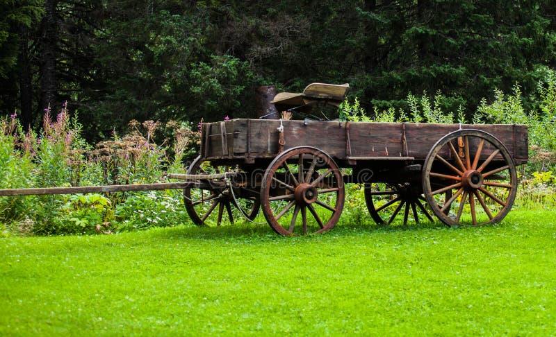 Carro antiguo del país imagen de archivo