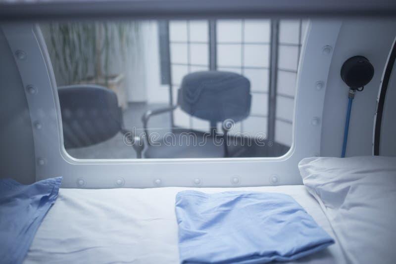 Carro armato della camera di ossigenoterapia iperbarica (HBOT) fotografia stock libera da diritti