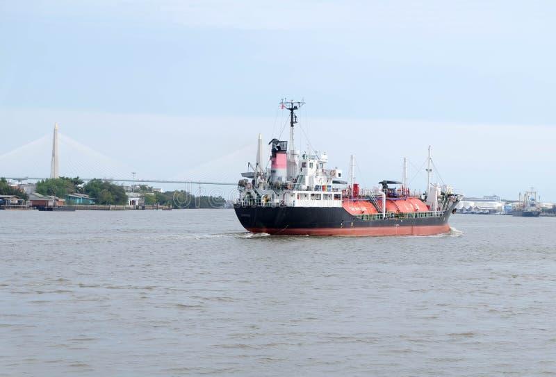 Carro armato di GPL (gas di petrolio liquido) sulla nave da carico fotografia stock libera da diritti
