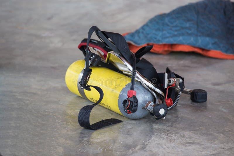 Carro armato di ossigeno del pompiere fotografia stock