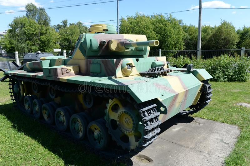 Carro armato medio tedesco T-III Panzerkampfwagen III alla mostra di attrezzatura militare sulla collina di Poklonnaya a Mosca immagine stock libera da diritti
