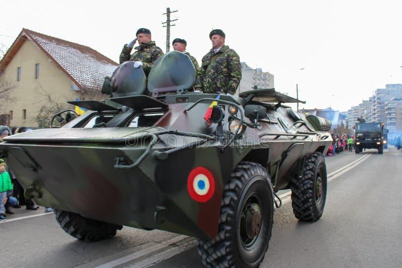 Carro armato militare del vehicule dell'esercito di parata di festa nazionale rumena immagini stock libere da diritti