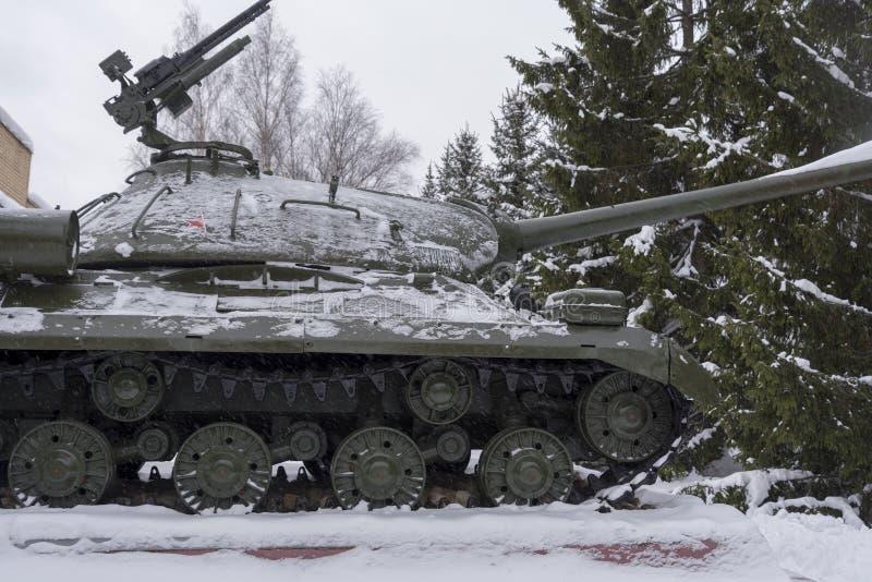 Carro armato pesante sovietico is-3 su un piedistallo nel museo fotografie stock libere da diritti