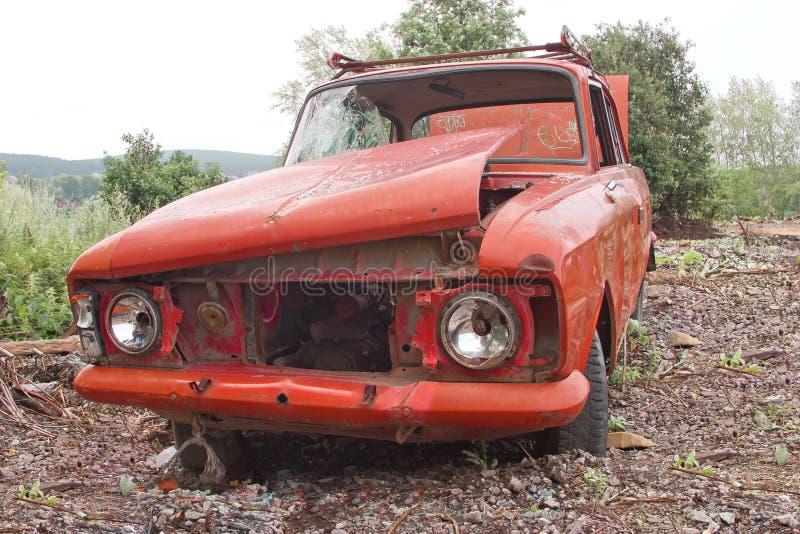 Carro arruinado velho imagens de stock