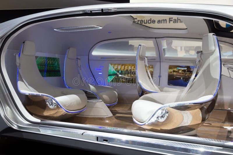 Carro autônomo do conceito de Mercedes Benz imagens de stock