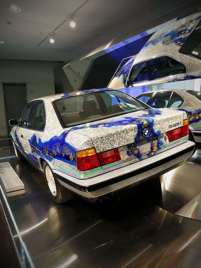 Carro BMW 535i da arte Exibição no museu de BMW em Munich fotografia de stock royalty free