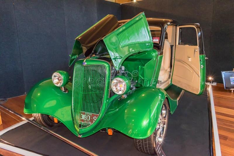 Carro bonito de Ford do hot rod do verde do vintage fotografia de stock