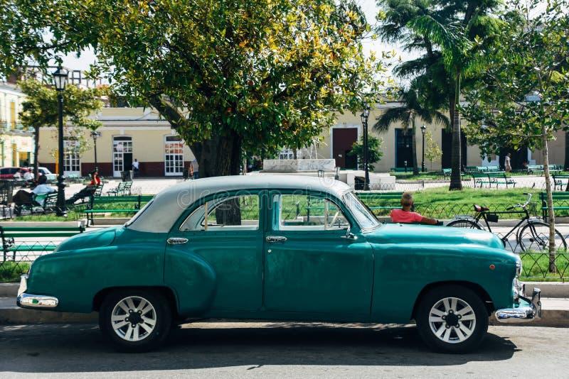 Carro bonito do vintage na cidade de Manzas imagens de stock