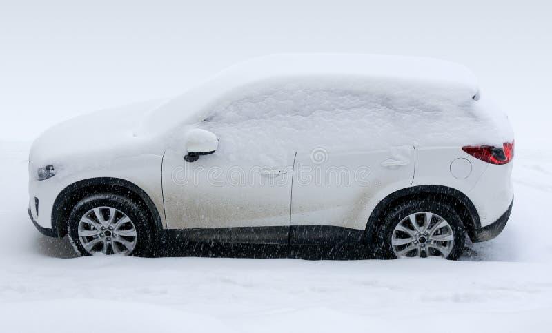 Download Carro sob a neve imagem de stock. Imagem de conceitos - 29840341