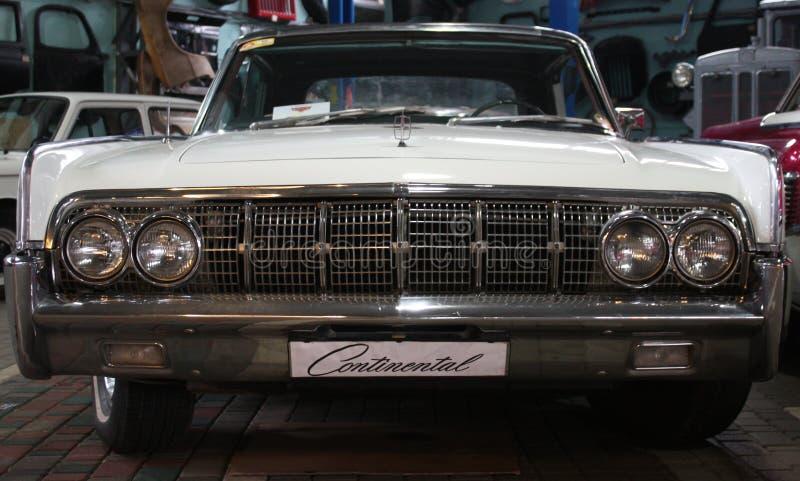 Carro branco velho fotos de stock royalty free