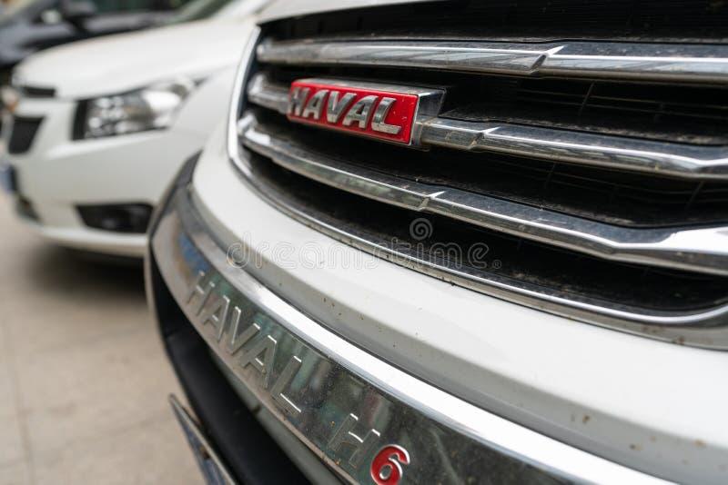 Carro chinês do modelo H6 de Haval do tipo na rua em China imagens de stock