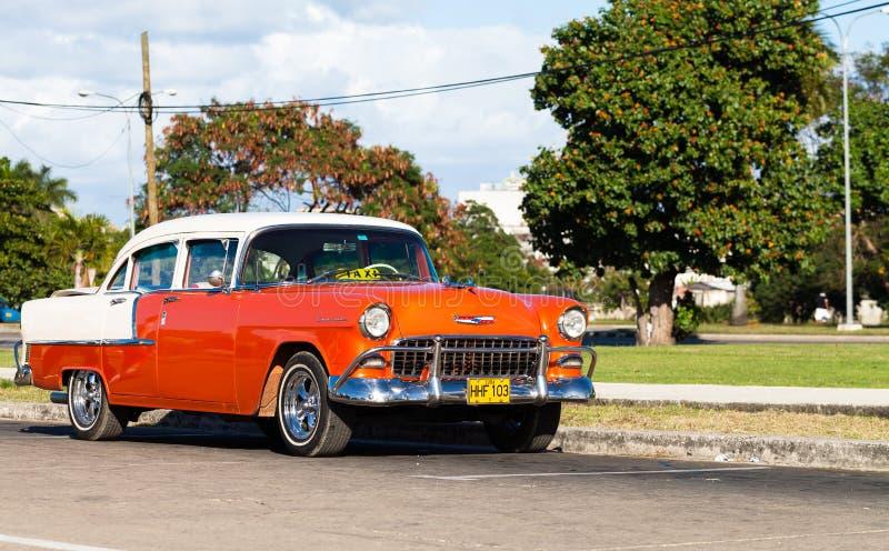 Carro clássico branco vermelho americano como o táxi imagem de stock
