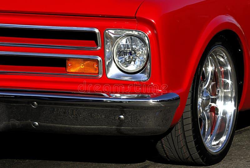 Carro clássico no vermelho imagens de stock royalty free