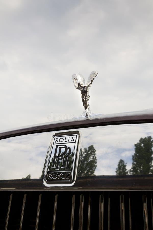 Carro com espírito do emblema da êxtase - a Rolls royce a mais poderosa do cupê da aparição de Rolls royce na história foto de stock royalty free